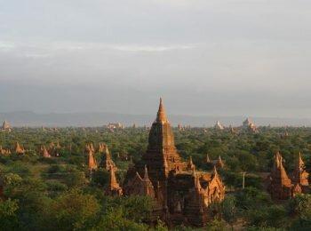 Compleo de templos en Bagan, Myanmar (Birmania)