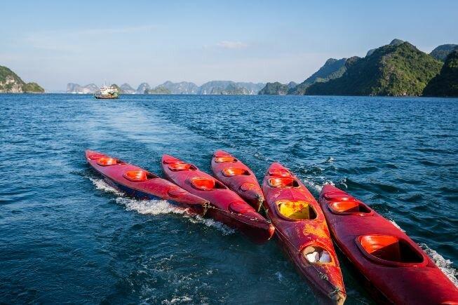 Kayanking por la bahía de Halong