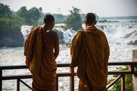 Monjes budistas en Si Phan Don (4000 islas)