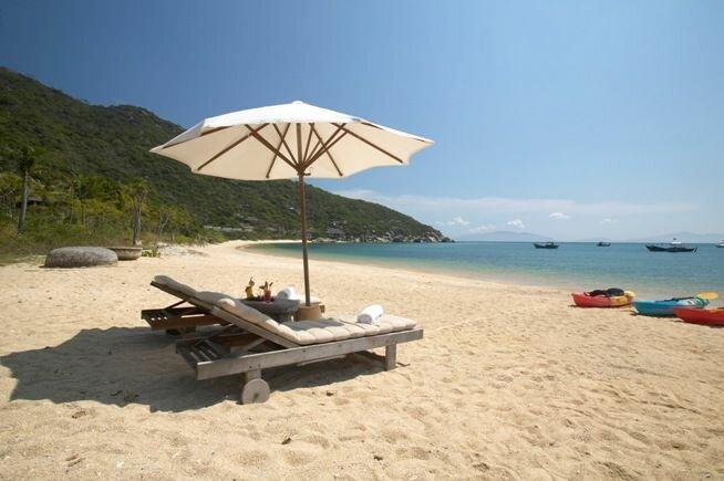 Relájese en la playa Nha Trang