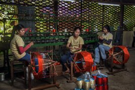 Una fábrica de seda en Camboya